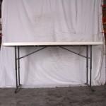 Klapbord plastik 75 x 180 cm med højdejustbare ben.